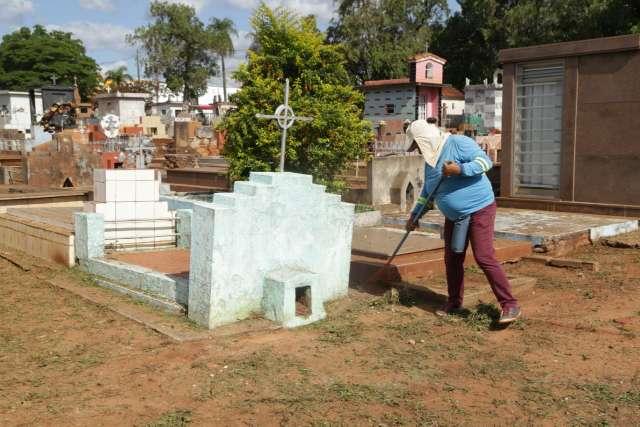 """Prefeitura inicia preparação de cemitérios para Dia de Finados """"mais flexível"""""""