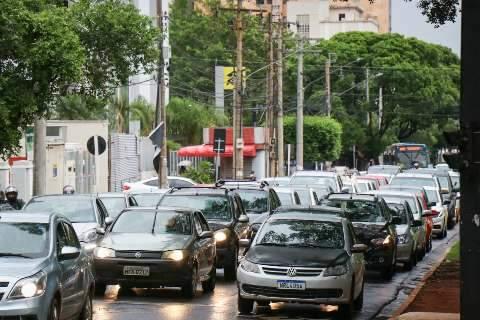 Licenciamento de veículos com placa final 0 deve ser pago até sexta-feira