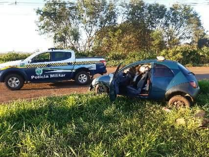 Traficantes abandonam carro estragado com meia tonelada de maconha em rodovia