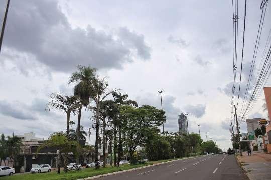Inmet alerta para chuva intensa na Capital e mais 52 municípios