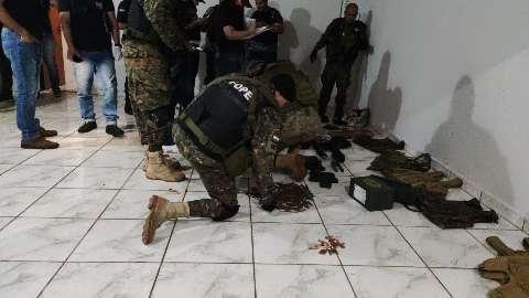 Polícia encontrou 400 balas de fuzil em bunker de pistoleiros na fronteira