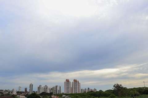 Terça-feira será de calor com pancadas de chuva isolada em MS