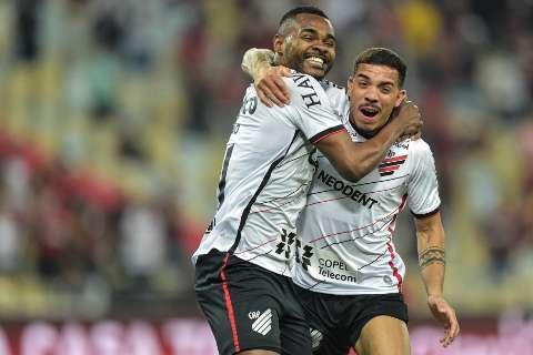 Athletico-PR atropela o Flamengo por 3 a 0 e vai à final da Copa do Brasil