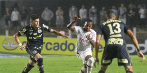Santos vence Fluminense por 2 a 0 e deixa a zona de rebaixamento