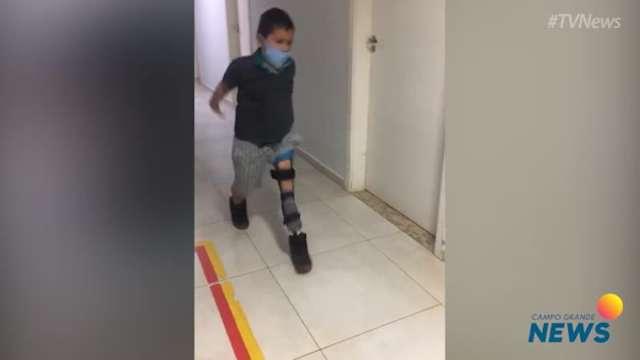 Thiago emociona correndo com prótese nova