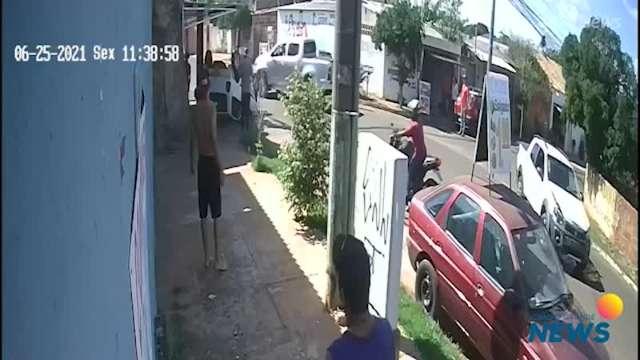 Câmeras de segurança flagram momento do acidente no Taquarussu